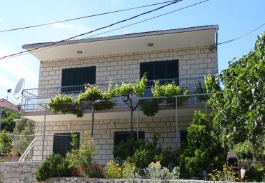 Apartmaji Pero - 70m from the sea: A1(6), A2(2) Marina - Riviera Trogir